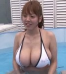 Hitomi tanaka starts the scene i the swimming pool where she